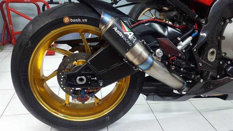 F on Bmw S1000rr Review
