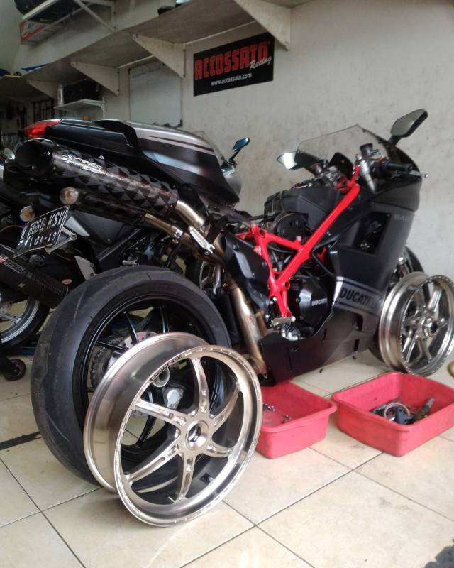 oz motorbike gass rs a forged aluminum wheel set ducati 848 sf 848 m796 1100 s4rs. Black Bedroom Furniture Sets. Home Design Ideas